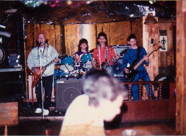 Genesis de Colombia en vivo en un bar de Bogotá. Década de los 80's.