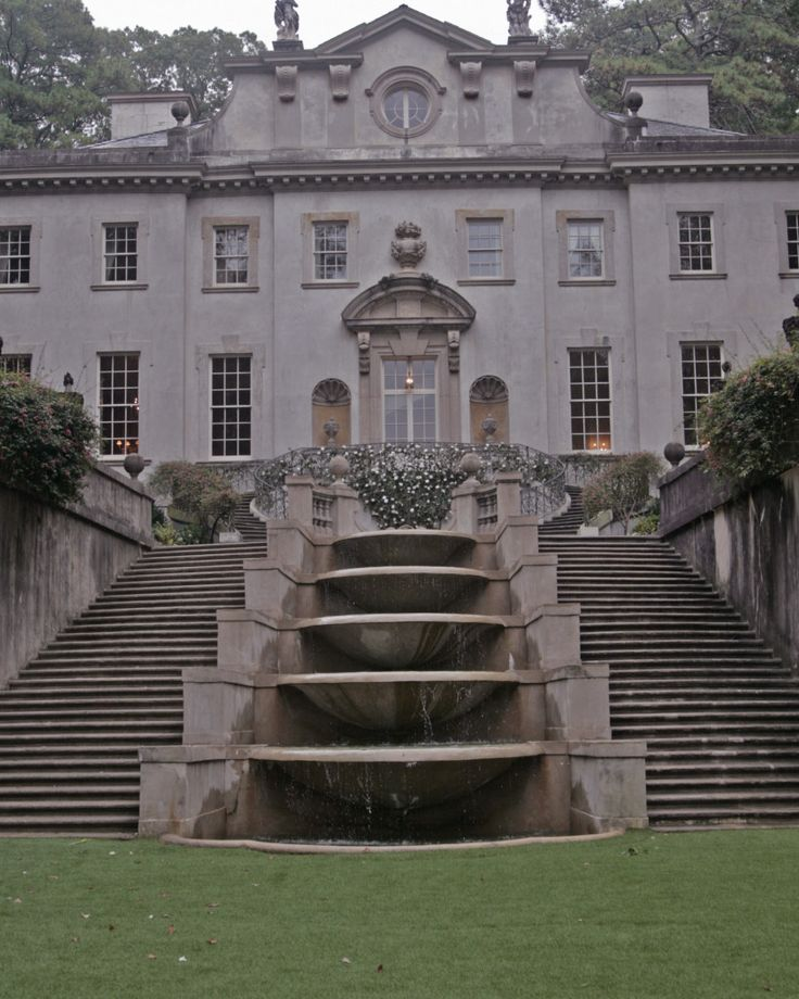The Swan House in Atlanta is being used as President Snow's mansion in Catching Fire.