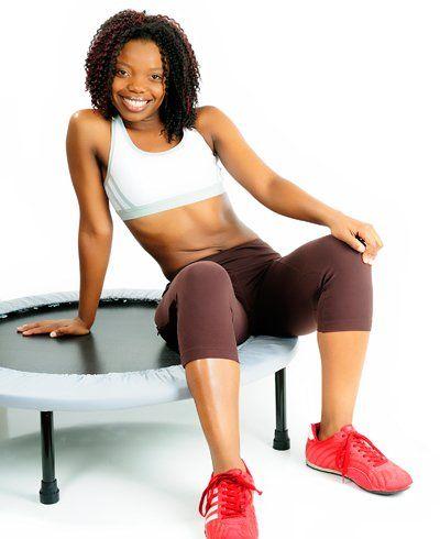 Pular no minitrampolim emagrece, diverte e tonifica o corpo. Conheça todos os benefícios do minitrampolim.