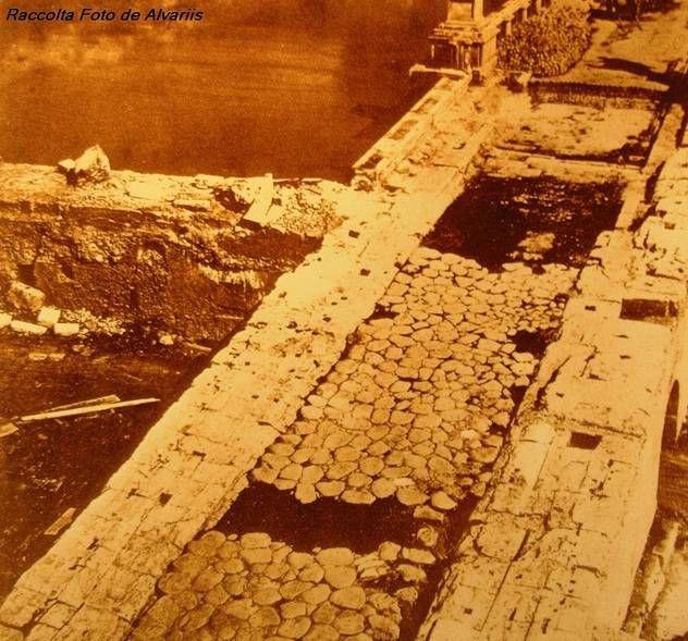 ROMA Questo è invece il basolato romano rinvenuto nei pressi di Ponte Elio o S. Angelo durante la costruzione dei muraglioni del Tevere (che comportò, tra l'altro, la demolizione di 2 arcate del ponte... quelle in prossimità delle due rive)... siamo nel 1877..