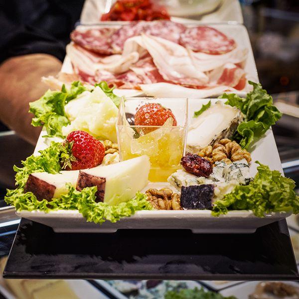 A #LeBollicineDelDuomo scopri la degustazione con formaggi, salumi e mostarde in abbinamento ai vini @BerlucchiWine.