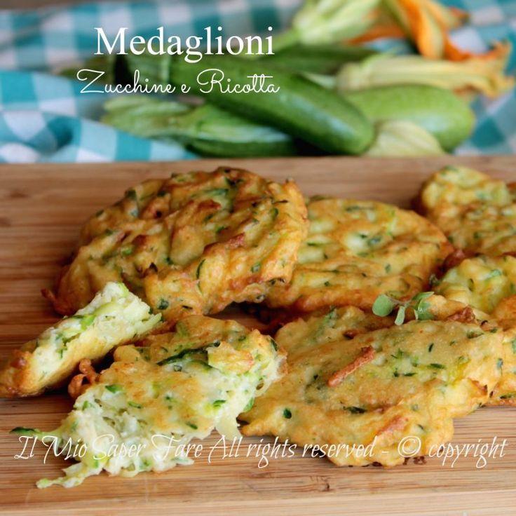 Medaglioni zucchine e ricotta ricetta secondo piatto facile,veloce.Ricetta con zucchine che piace a tutti.Hamburger di zucchine fritti ottimi anche in forno