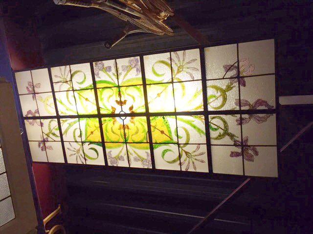 Glas in lood plafond (225x90 cm).   Stained glass Ceiling   Plafondverlichting   Plafonddecoratie   Horeca Interieurbouw   Irish Pub   Engelse pub   Sijf & Dax van Zuilen   Oudewater