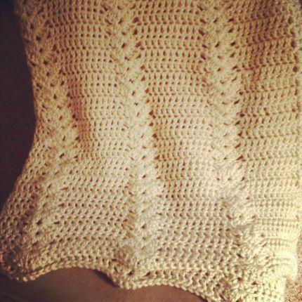 Double crochet & shell afghan, free beginner pattern from BobWilson123   . . . .   ღTrish W ~ http://www.pinterest.com/trishw/  . . . .   #blanket #throw #pillow