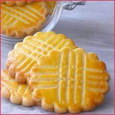 Galette bretonne ou biscuit breton - Aujourd'hui, une recette de biscuit absolument terrible que vous connaissez probablement : les galettes bretonnes ...