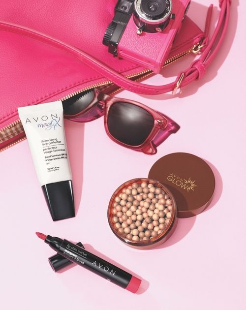 Avon Insider, WHAT'S IN OUR BAG Our weekend beauty essentials:...