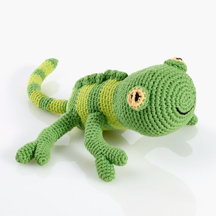 Geckos come in all shapes and sizes, and in lots of different colours, too. Our little lizard has contrasting green stripes and an apple-green crest running down his back. With his great big eyes and friendly smiling face, he will melt your heart. #cuddlytoys #giftsforbabies #cuddlygeko #giftsforkids