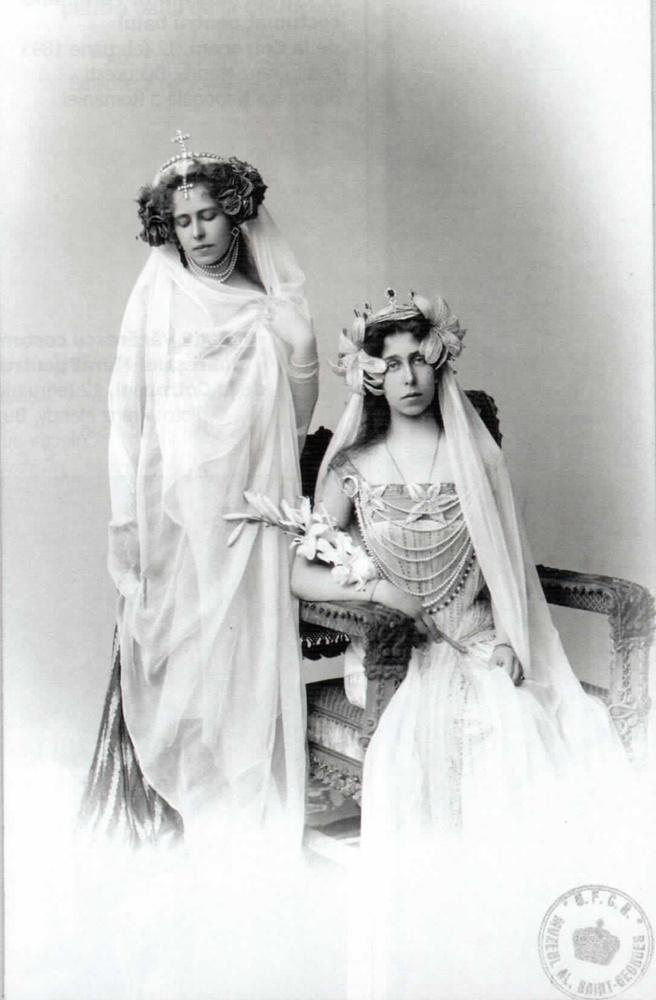 Crownprincess Marie of romania and sister Gd Victoria Melita of Hesse, both in costume.