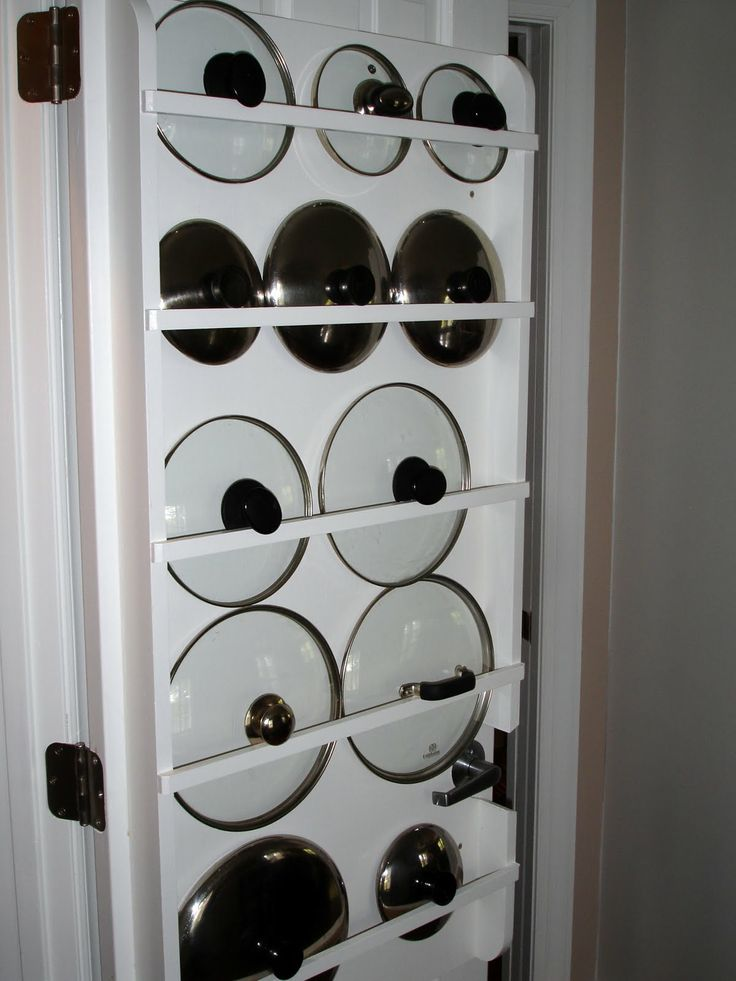 DIY Lid Organizer : use curtain rods on the back of pantry door to organize pot lids... or you can build your own organizer from wood as pictured here.
