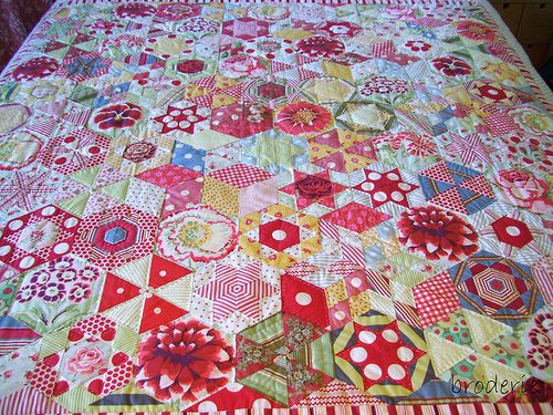 Candied Hexagons - Australian Quilter's Companion edition 18 - Wow, love this beautiful color combination.