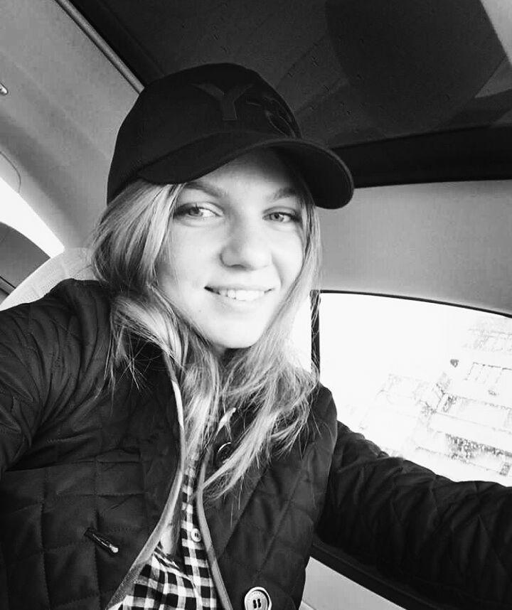 La multi ani Simo! Enjoy your day and #dontforgettosmile :) @simona_halep 9-27 Photo/Foto: @simonahalep #simona #simo #simonahalep #halep #loshalepeños #loshalepenos #halepenos #romania #tennis #tenis #adidas #wilson #wta #atp #grandslamfinalist #champion #smile #happybirthday #birthdaygirl
