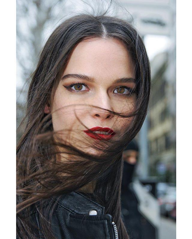 TOO WIND TODAY IN MILAN.... (#street #portrait) STREET PORTRAIT #mfw #mfwreporter #milano #photojournalism #streetstyle #portrait #girl #street #streetphotography #wind #hair #weather #eyes #fashionista #fashionblogger #styleblogger #makeup #mua #beauty #milan #italy