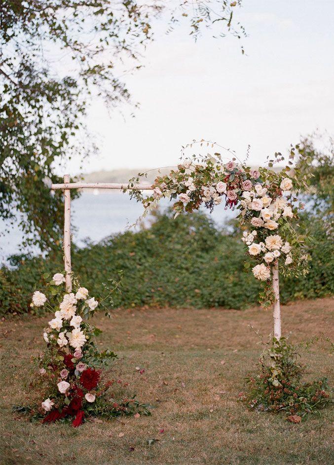 Birkenholz mit errötenden und burgunderfarbenen Blumen Hochzeitsbogen – Rustikale Hochzeit …   – Wedding Arch