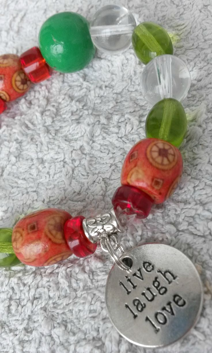 A new colourful bracelet with a lovely summer-feel to it!