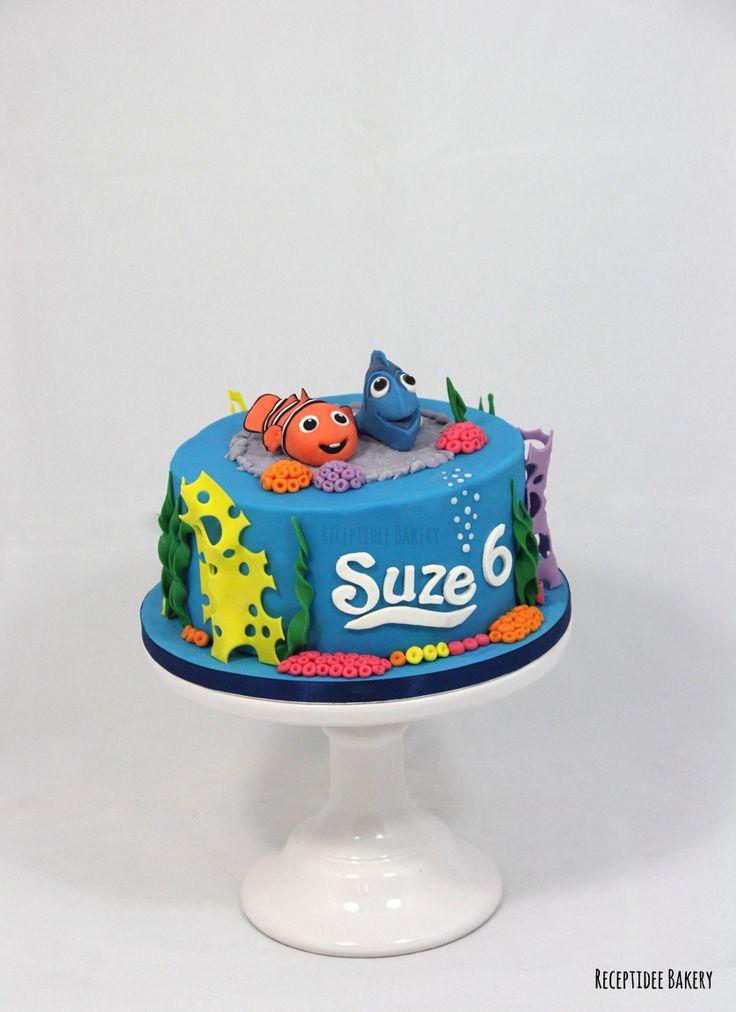 Finding Dory taart, met heerlijke frambozen crème vulling. Gefeliciteerd Suze!    http://bakery.receptidee.nl  #findingdory #nemo #seatheme #zee #verjaardag #verjaardagstaart #birthday #birthdaycake #cake #taart #cakedecoration #fondant