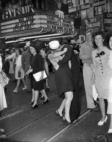 vj day kiss in times square