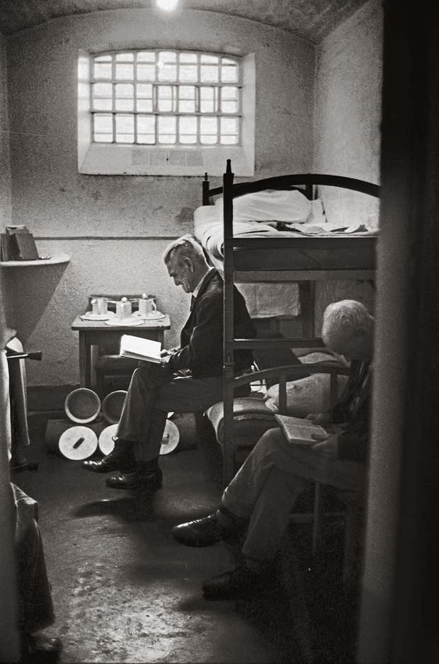 Occupants of the Pentonville Prison in London, 1967 / Insassen des Pentonville-Gefängnisses in London, 1967  |  © Jürgen Schadeberg / Mitteldeutscher Verlag /   Central German Publishers... ... Old men reading books.