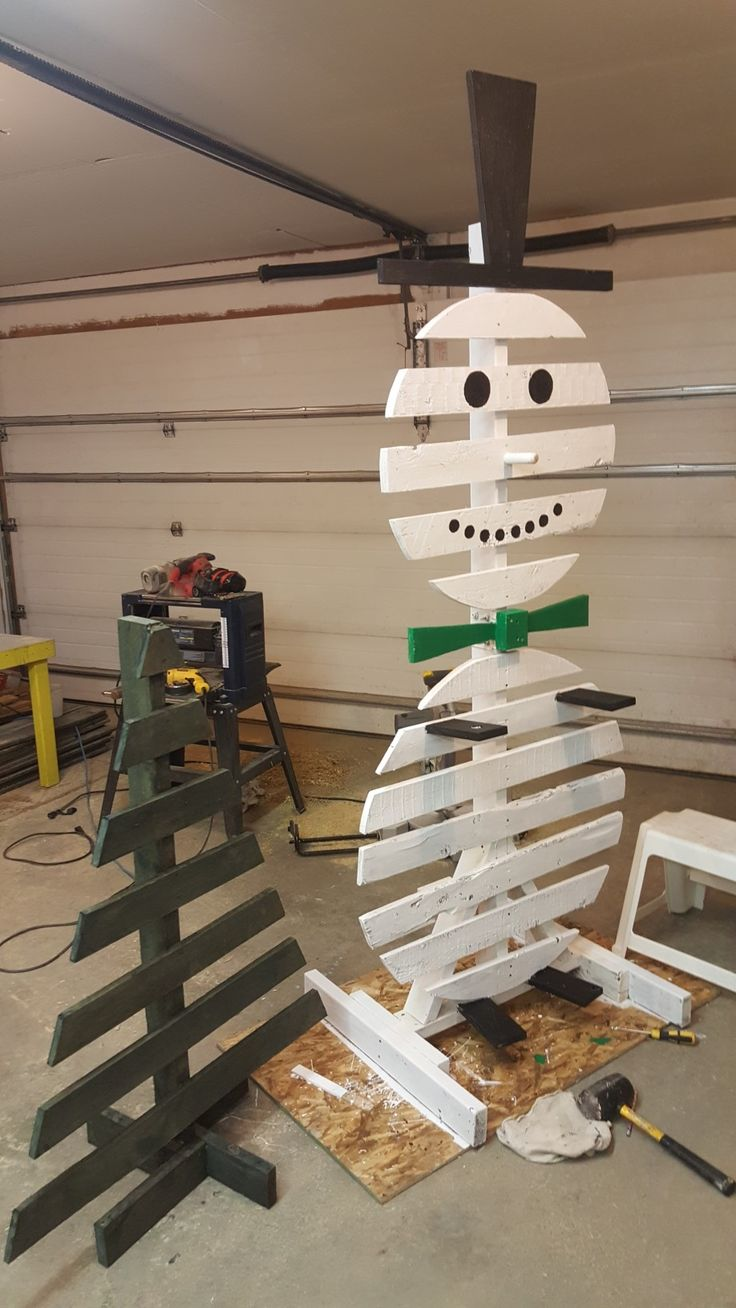 Pallet wood snowman and christmas tree