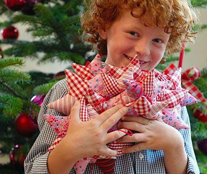 Weihnachtssterne aus Stoffresten - Kreativ: nähen & backen 11 - [LIVING AT HOME]