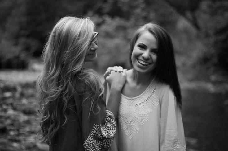 Best friend senior picture ideas for girls