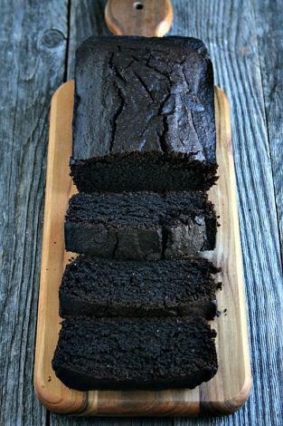 Chocolate Red Wine Loaf Cake ~ This easy cake recipe is definitely most and indulgent of all the cake recipes around. #dessert