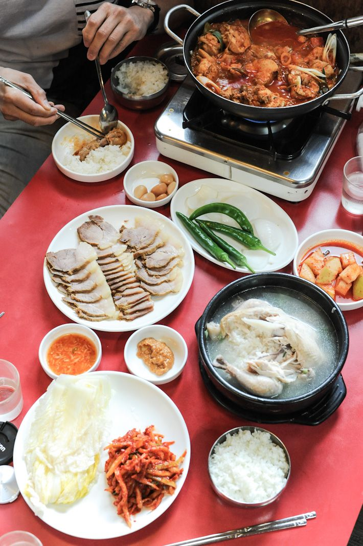 Korean BBQ, Kimchi jjigae (stew), ginseng chicken soup, bulgogi, kimchi pancake, Korean-style fried chicken, bibimbap… Korean cuisine revolves around rice,