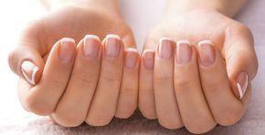 Unghie che si sfaldano: cause e rimedi naturali. Hai le unghie fragili e che si spezzano facilmente? Scopri le cause, cosa fare, cosa mangiare per avere unghie sane e belle e i migliori rimedi naturali contro le unghie fragili che si sfaldano.