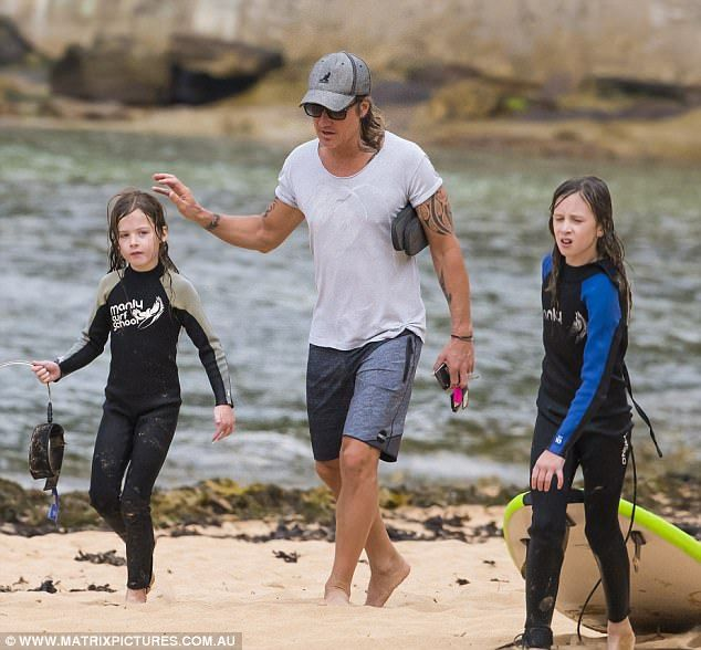 Nicole Kidman and Keith Urban's daughters learn to surf | Daily Mail Online