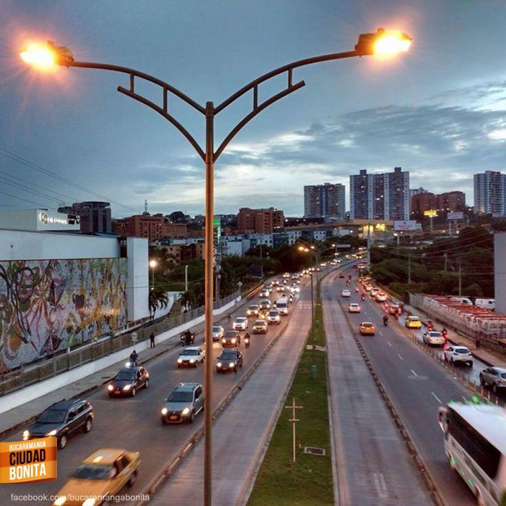Vista de la autopista Bucaramanga - Floridablanca en una tarde relajada. Gracias Mao Molina (facebook.com/mao.molinna) por la foto #bucaramangabonita