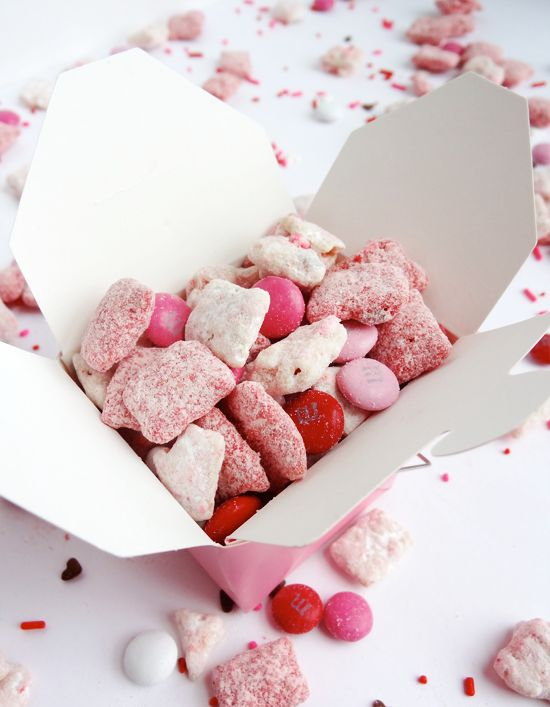 Valentine's Day Puppy Chow // so fun!  Need to make this!!!!