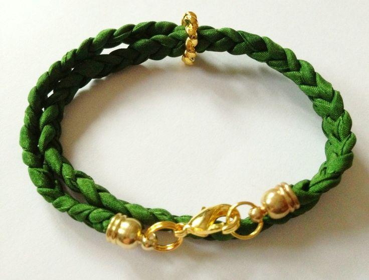 Geflochtenes Seiden-Armband khaki/gold von Carols auf DaWanda.com