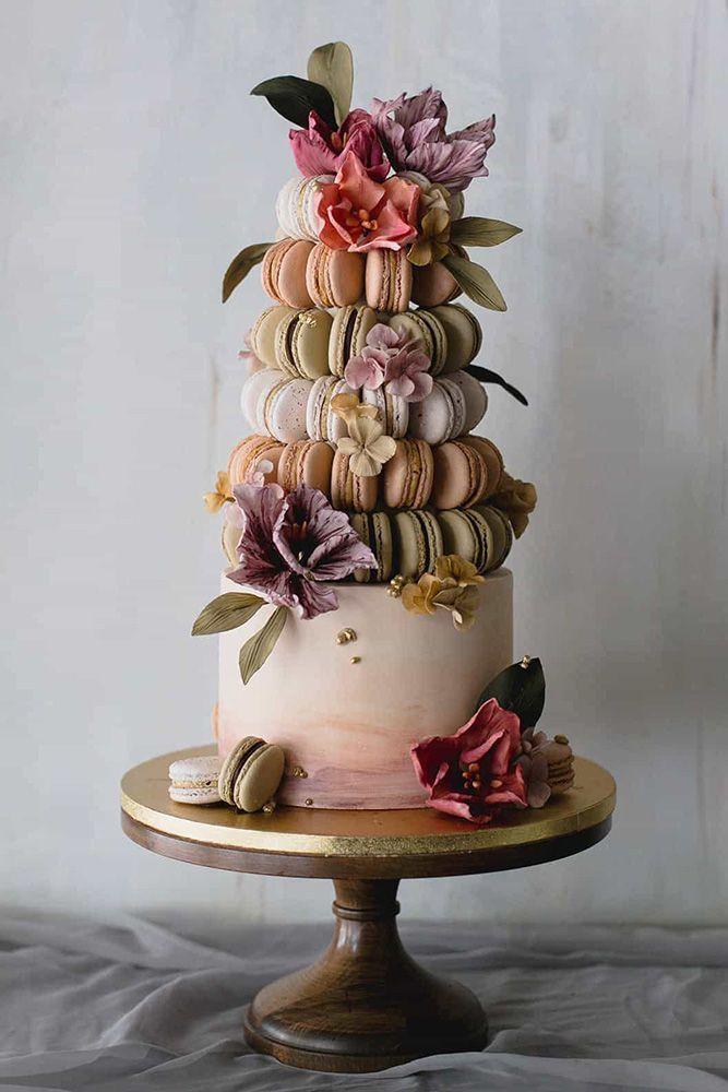 Hochzeitstorte Designer weiße Torte mit Macaron Turm mit Blumen geschmückt … -…   – Hochzeitskleid/Brautkleid