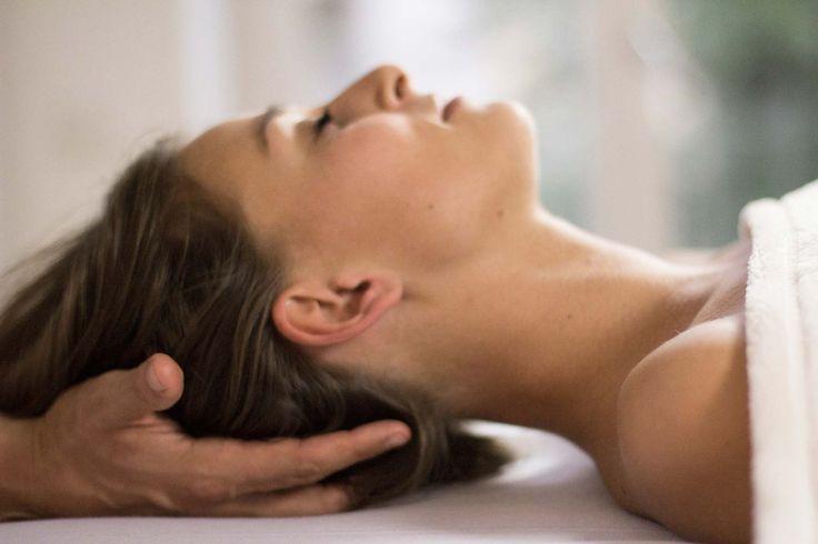 Pravaha Massage München. Ayurveda Tiefenentspannung. Kopfmassage mit Stress-Relief-Trigger-Points. Stress abbauen, Burnout vorbeugen und ganzheitlich erholen: bereits 20 min. Tiefenentspannung wirken wie 4 h Schlaf.