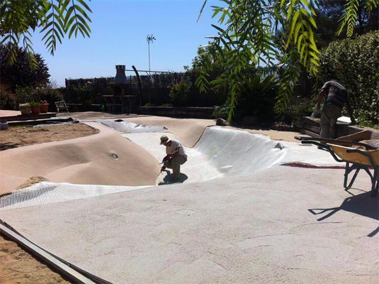 Piscina de arena biodesign en barcelona superadobe m r pinterest swiming pool exterior - Piscinas de arena opiniones ...
