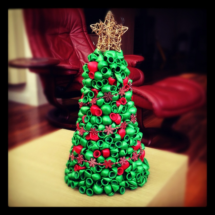 A Lovely Green And Red #Christmas Balloon Tree. Perfect