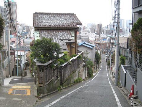 豊島区の高田一丁目と文京区目白台の間の富士見坂fujimi