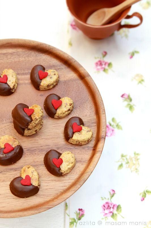 masam manis: BISKUT RAYA benzilla love cookie