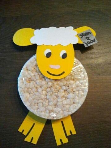 lief schaapje! Check http://www.mamaweetjes.nl/tips-trics/school-traktatie-maken-de-26-leukste-ideeen/ voor meer traktatie ideeën!