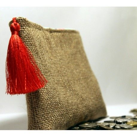 Best for christmas presents:The best idea for a money envelope as a wedding gift. Small jute bag/pouch with fabulous lining http://manustefy.com/208-prezentowka-na-prezent-slubny.html