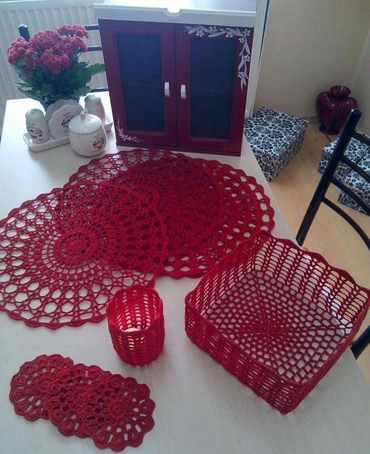 "128 curtidas, 4 comentários - Encrochê (@en_croche) no Instagram: ""❤️#red #boanoite #goodnight #instacrochet #crochetaddict #crochet #croche #encroche #mandala…"""