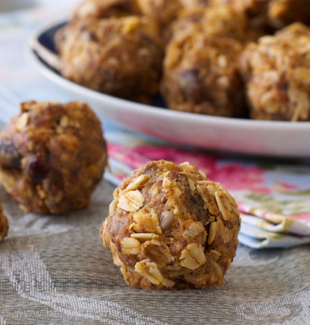 No bake peanut butter energy bites are a simple to make breakfast on the go |Betsylife.com