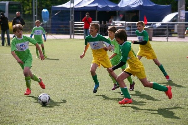 Piłka nożna dla dzieci • Piłka nożna dzieci • Przyszłość piłki nożnej • Szkolenie dzieci i młodzieży w futbolu • Znaczenie szkolenia >>