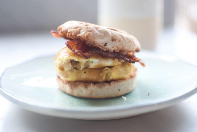 the perfect egg sandwich!: Breakfast Club, Egg Sandwiches, Caramel Onions, Eggs Breakfast, Bacon Egg, Breakfast Sandwiches, Breakfast Food, Eggs Sandwiches, Breakfast Brunch
