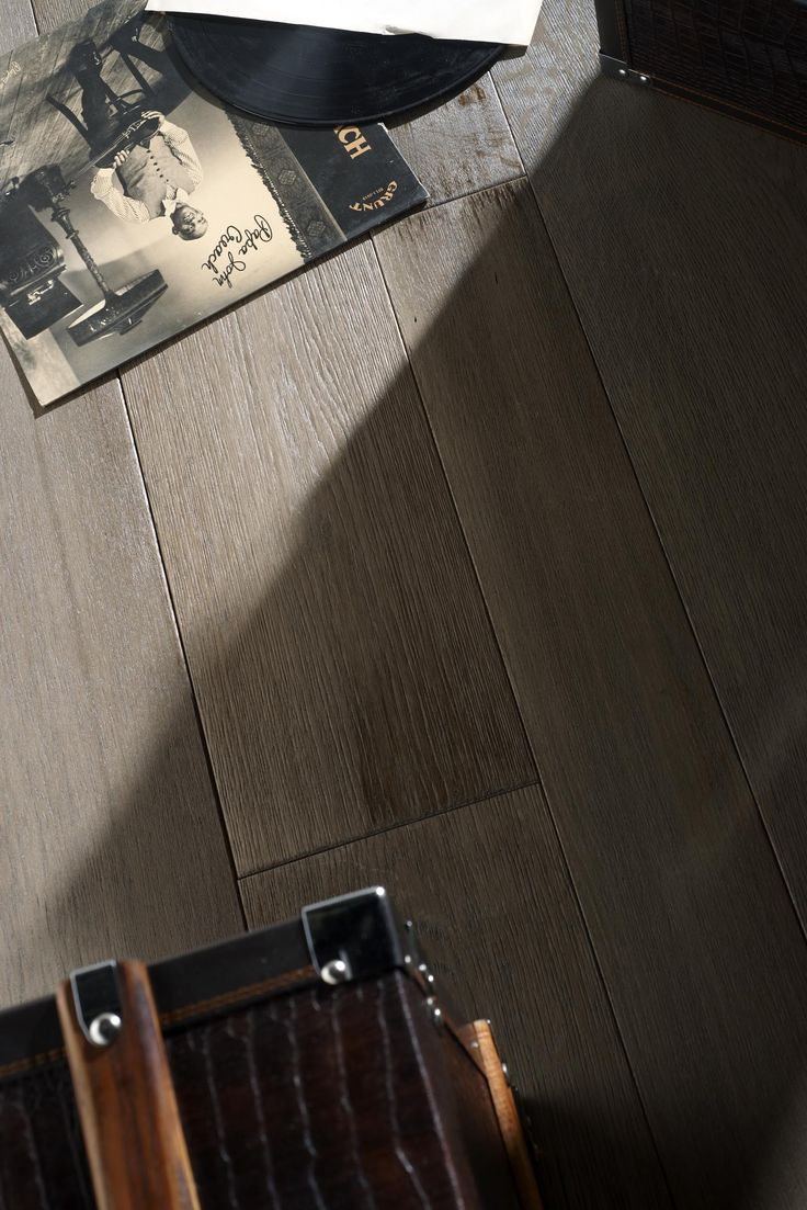 Aurora. The virtue of Naturalia #parquet is solid #Oak #wood with its marvelous #texture, thickness and extraordinary deepness of wood #grain #patterns. Its uniqueness deserves searching for new designs to be realized in the variety of suggested formats, different finishes and surface treatments. #sustainability #madeinitaly #design #flooring #solid #oak #texture