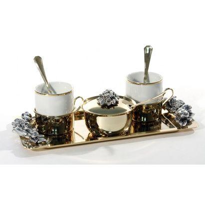 Продукция #Chinelli отличается стилем, в котором сочетаются традиции и классика! Кофейные наборы Chinelli изготовленный из фарфора, покрыты серебром или золотом.  Эстетика элитной сувенирной продукции из #Италии очаровывает с первого взгляда и привносит в нашу жизнь ощущение праздника и вдохновения.  #podarkoff #vip #vippodarki #подаркоффру #подарки #подарок #gifts #russia #Россия #чай #сервиз #фарфор #гламур