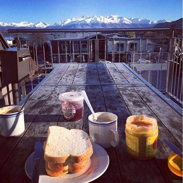 Breakfast with a view this morning from #XBase Wanaka!  #winterwanderlust #wanaka #newzealand #breakfast #food #snow #mountain #instatravel #photooftheday #picoftheday #amazing #hostellife #travelbug #lakewanaka #nzmustdo #wanderlust #instago @lakewanakanz @lakewanakaisite @wanakasun