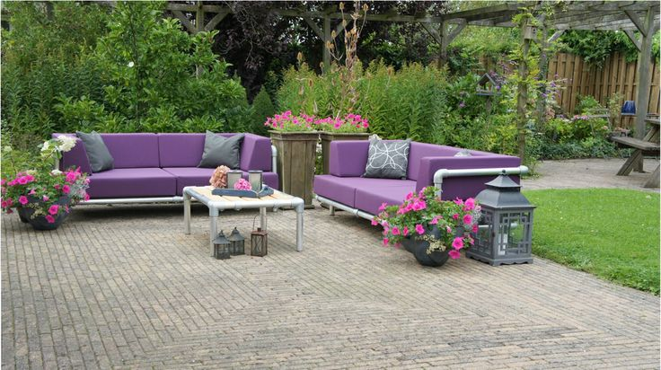 loungeset met paarse kussens super sterk bankje.
