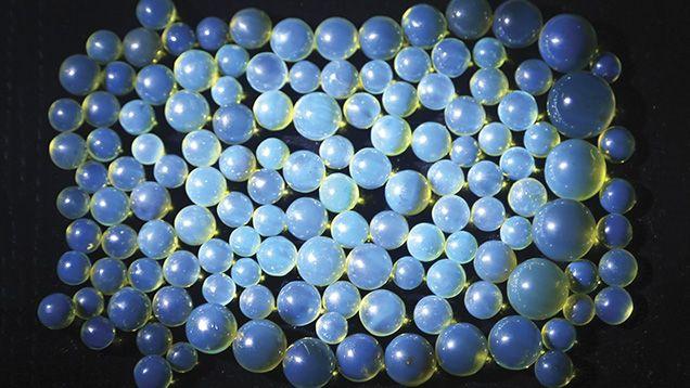 Chihlimbar albastru dominican (Dominican Blue Amber)