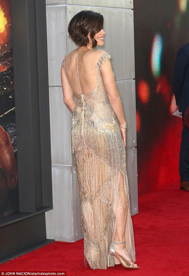Neve Campbell oozes glamour at the Skyscraper premiere