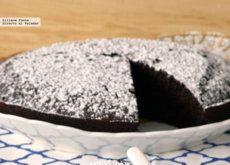 Pastel vegano de chocolate y café. Receta para una miga esponjosa sin huevo ni lácteos